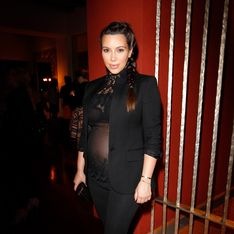 Kim Kardashian enceinte : Elle exhibe sa poitrine et son ventre rond dans un haut transparent (Photo)