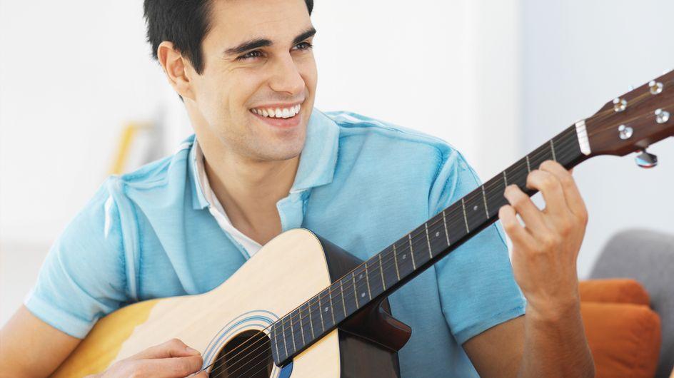 La guitare pour draguer : Le fameux cliché scientifiquement prouvé !