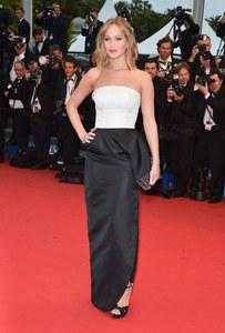 Jennifer Lawrence éblouissante en Christian Dior sur le tapis rouge cannois
