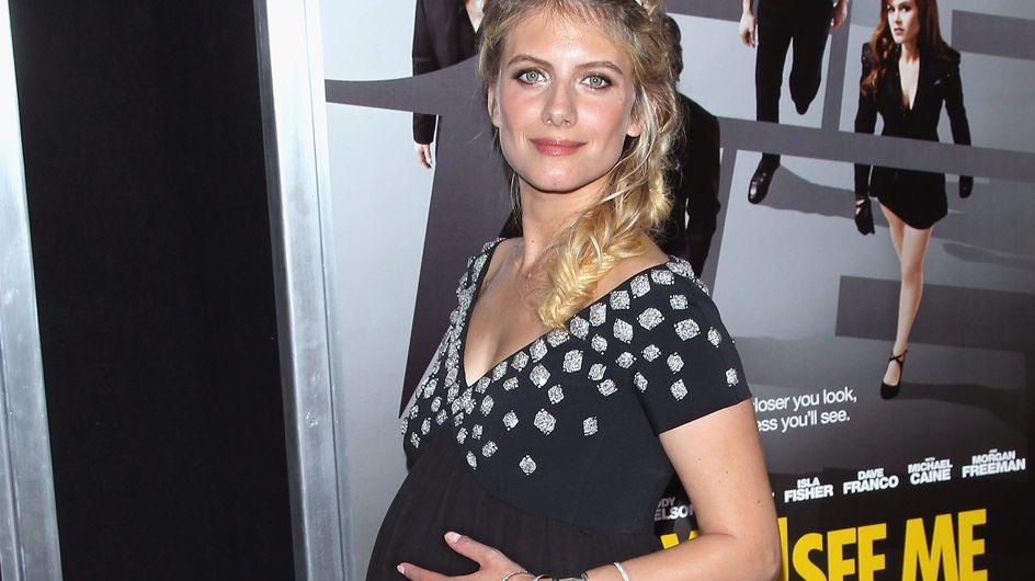 Mélanie Laurent montre son joli ventre de femme enceinte !