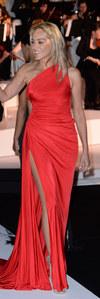 Festival de Cannes 2013 : Sharon Stone, flamboyante et sexy en rouge