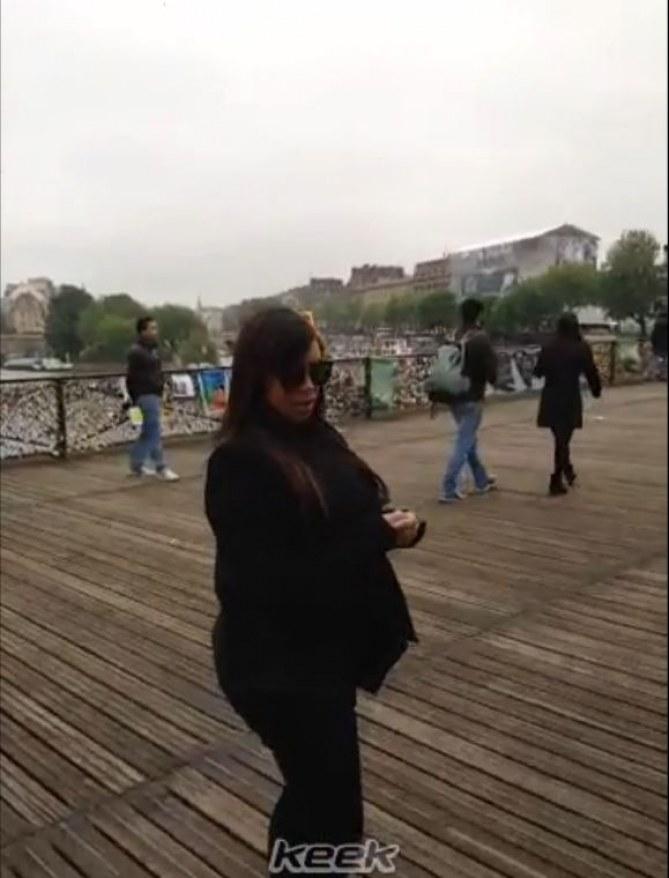 Kim Kardashian sur le Pont des Arts à Paris