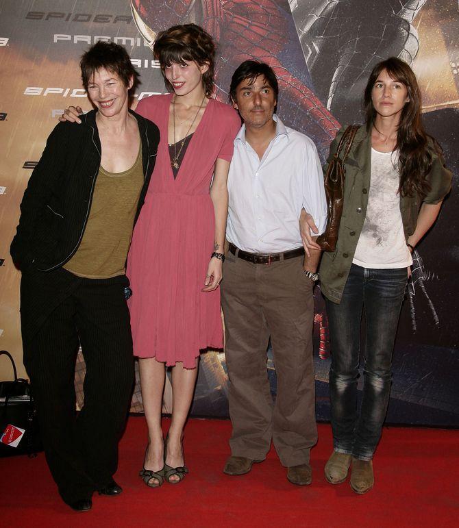 Jane Birkin en compagnie de Lou Doillon, Yvan Atttal et Charlotte Gainsbourg