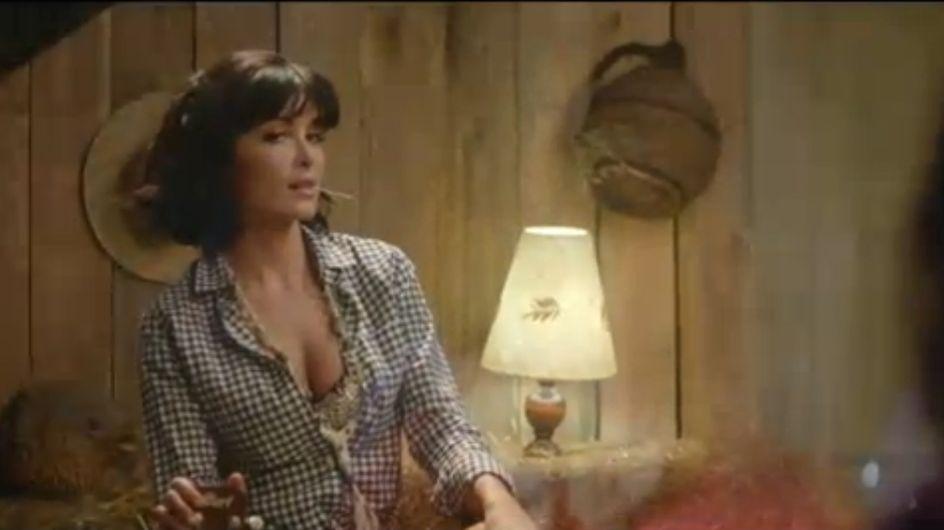 """Jenifer, très, très sexy dans son clip """"Poupée de cire, poupée de son"""""""