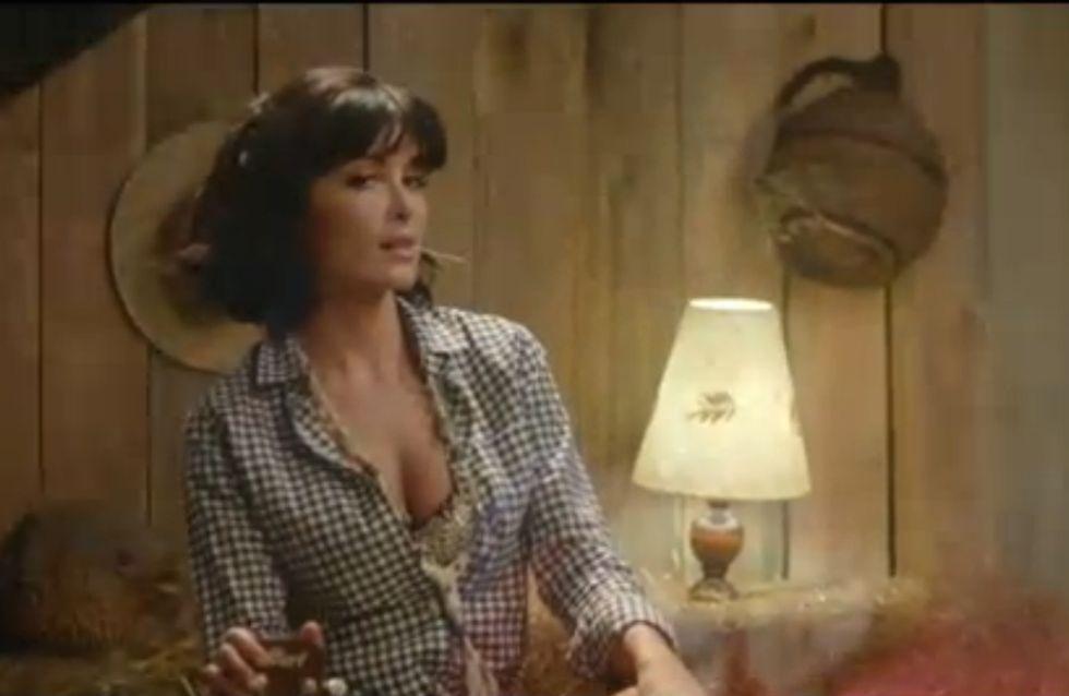 Jenifer, très, très sexy dans son clip Poupée de cire, poupée de son