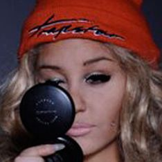 Amanda Bynes threatens legal action against drug allegations in latest Twitter rant