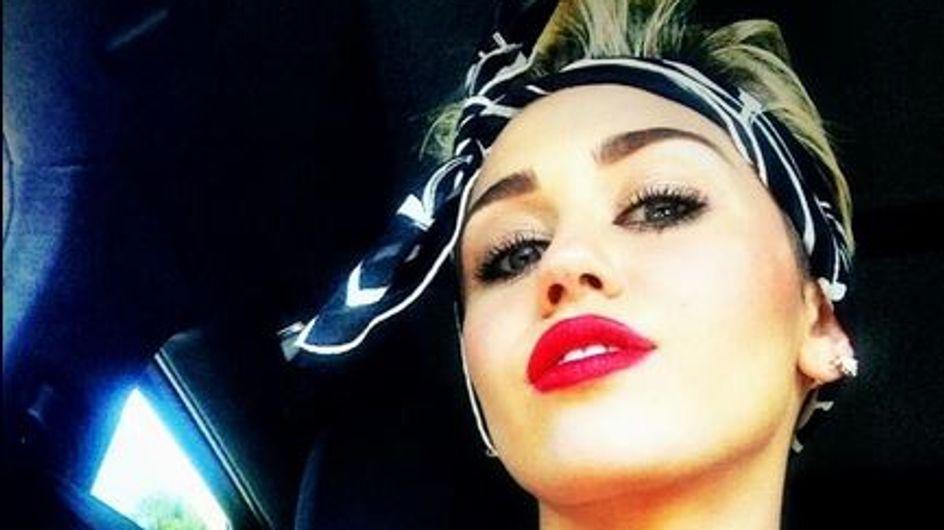 Miley Cyrus : Elle se laisse pousser les cheveux (Photos)