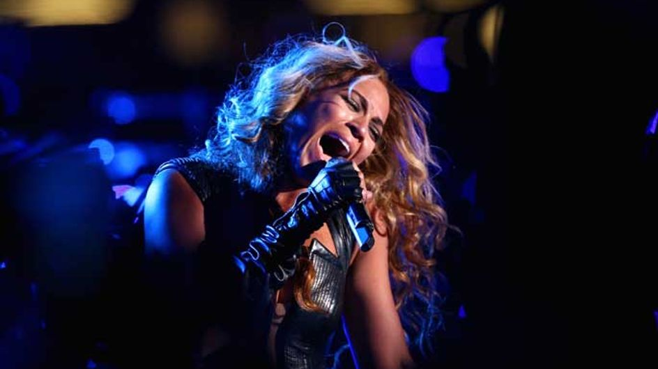 """VIDEO: Beyoncé spanked by fan and offers to have him """"escorted out"""""""