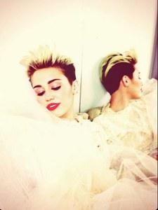 Miley Cyrus en robe de mariée