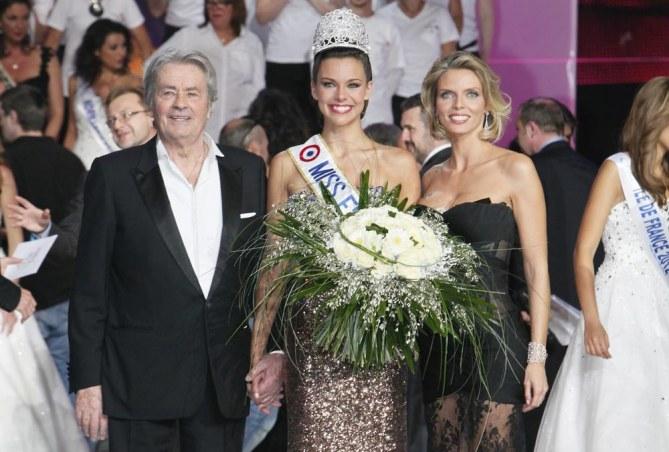 Marine Lorphelin entourée de Sylvie Tellier et Alain Delon