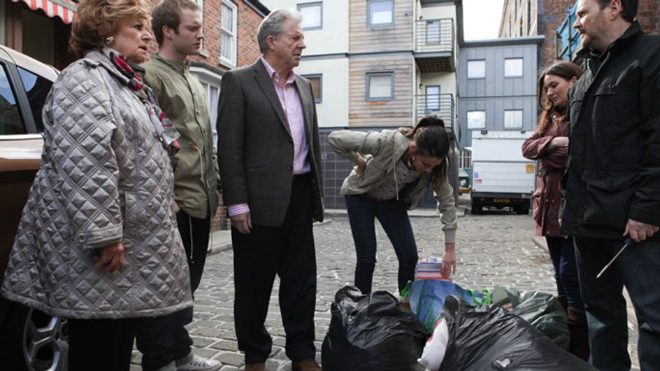 Coronation Street 12/06 - The Windasses and Armstrongs fight for Jake