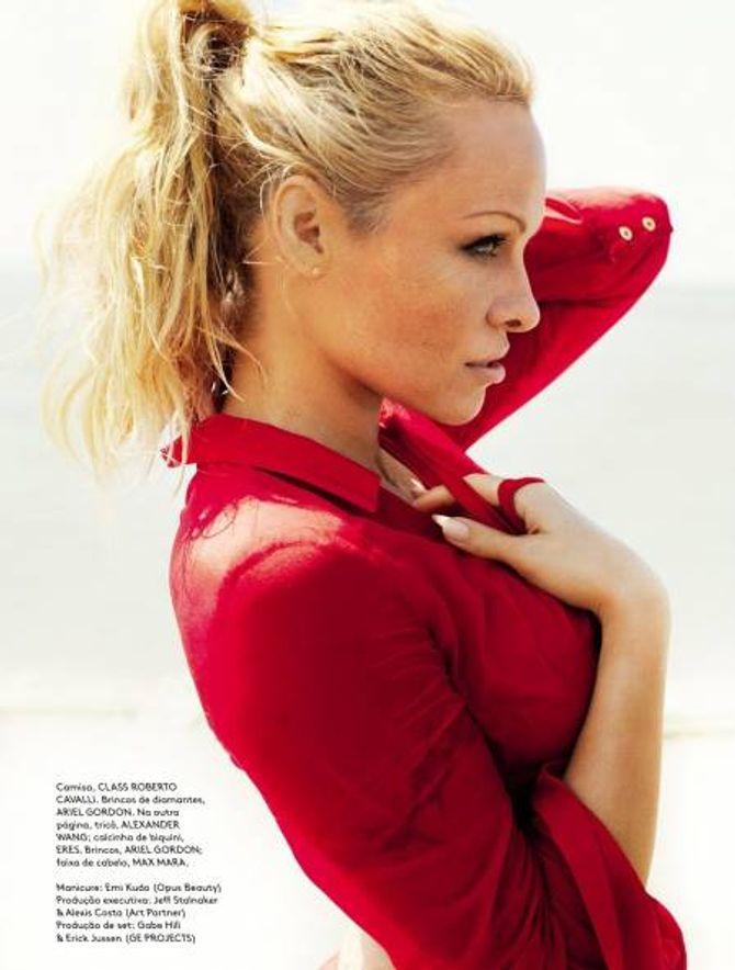 Pamela Anderson dans le Vogue Brésil