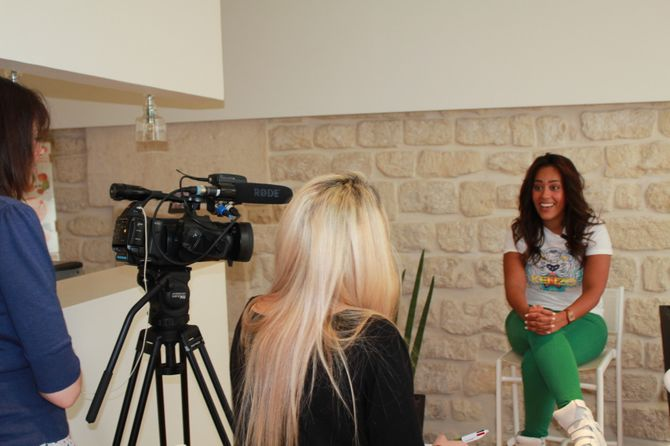 Amel Bent en interview chez aufeminin.com