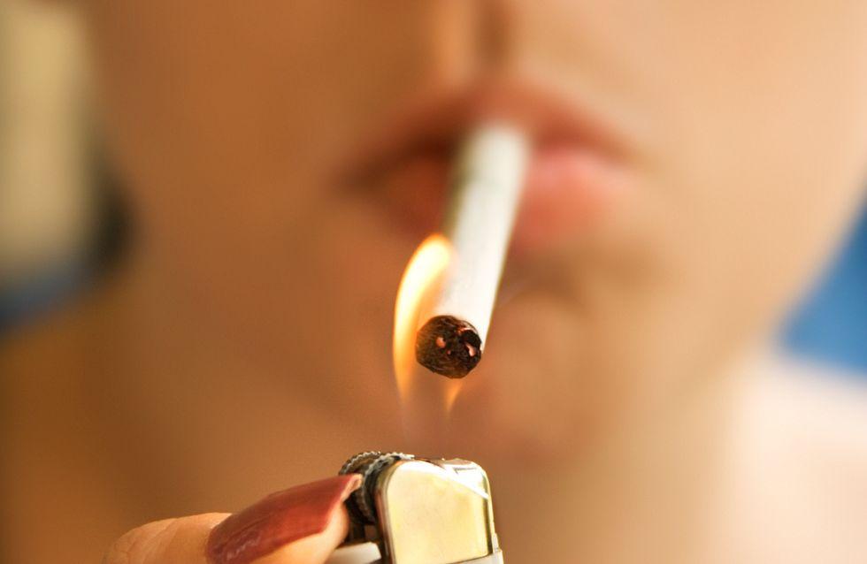 Brûlée au visage à cause d'une cigarette après avoir utilisé de la laque