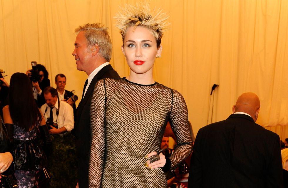 Miley Cyrus : Elle dément flirter avec Bieber et affirme être toujours fiancée !