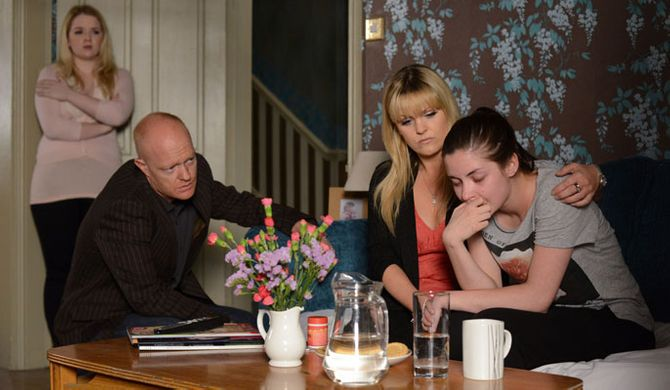 The family try to give Lauren the support she needs