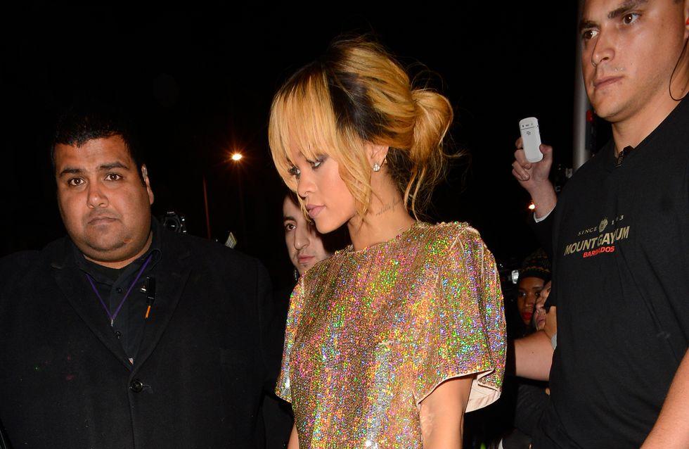 Rihanna : Elle frappe volontairement une fan avec son micro (Vidéo)