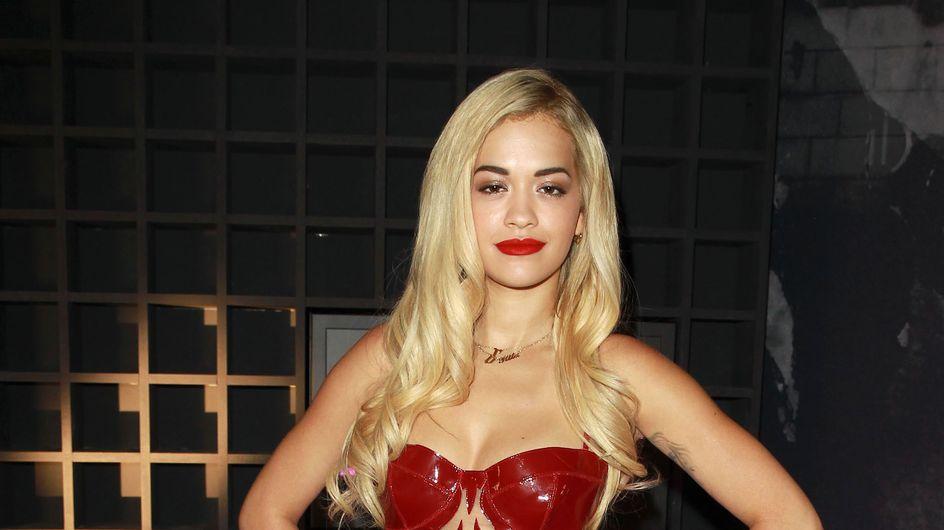 Rita Ora : Vulgaire et nue sous une robe transparente (Photos)