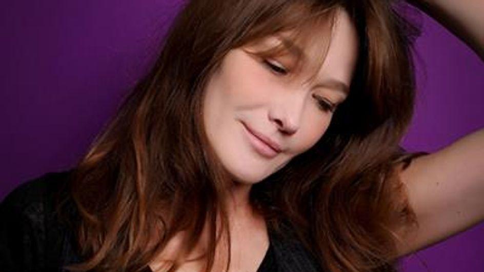 """Carla Bruni : """"La féminité c'est autre chose que les seins, les fesses, et les cheveux"""" (Interview exclu)"""