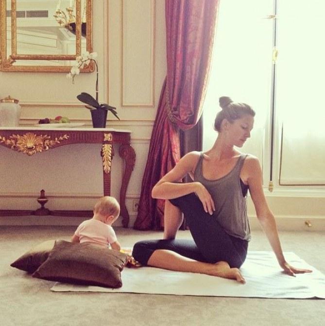 Gisele fait du yoga avec Vivian Lake