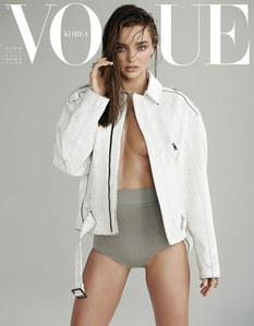Miranda Kerr topless pour Vogue Corée