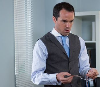 Hollyoaks 02/03 – Dr Browning keeps finding reminders of Lynsey