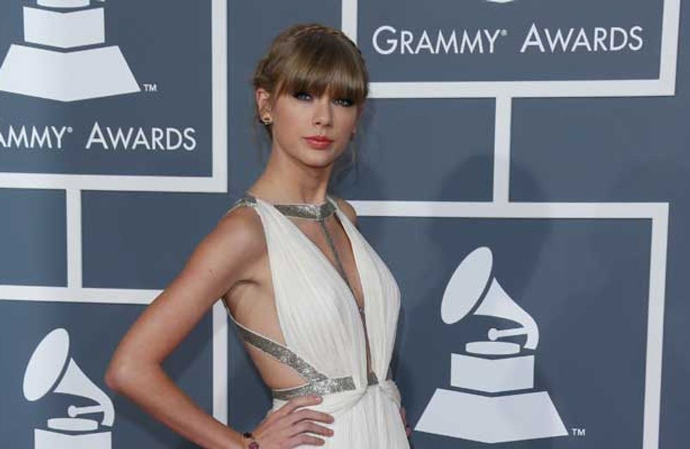 Taylor Swift fans force Abercrombie to withdraw hurtful T-shirt about singer's love life