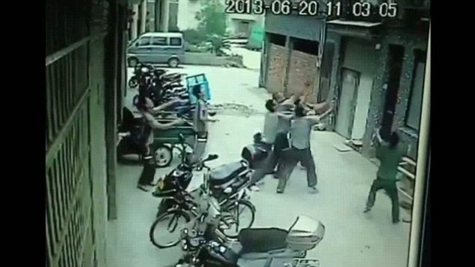Chine : Le miraculeux sauvetage d'une fillette tombée d'un immeuble (vidéo)