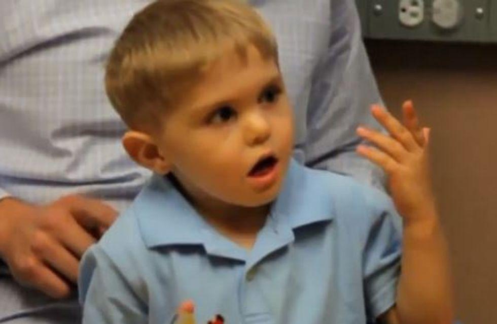 Surdité : À trois ans, il entend pour la première fois (Vidéo)