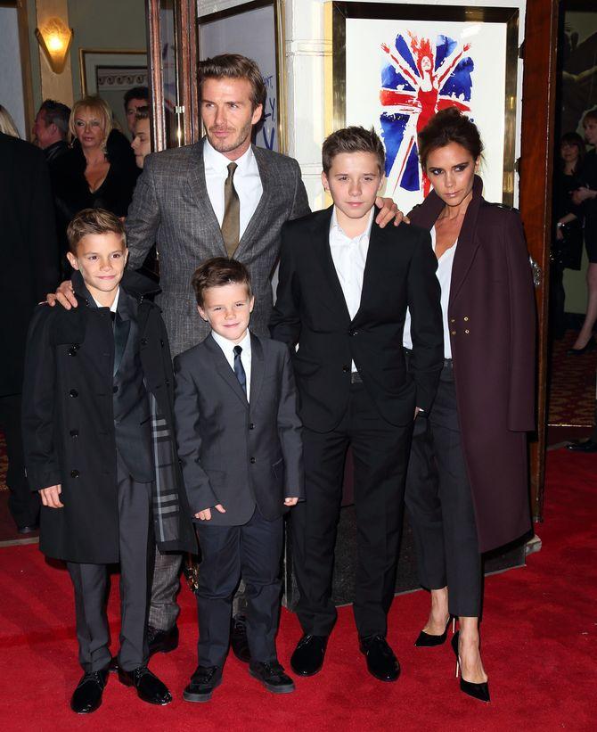 David Beckham mit seiner Frau Victoria und seinen drei Söhnen. Töchterchen Harper Seven ist auf diesem Bild nicht zu sehen.