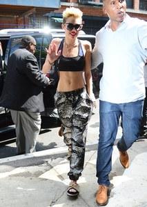 Miley Cyrus abdos
