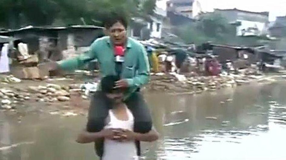Inde : Il tourne un sujet sur les inondations…au sec sur les épaule d'une victime