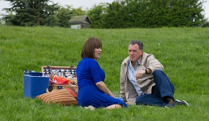Bob invites Brenda for a picnic