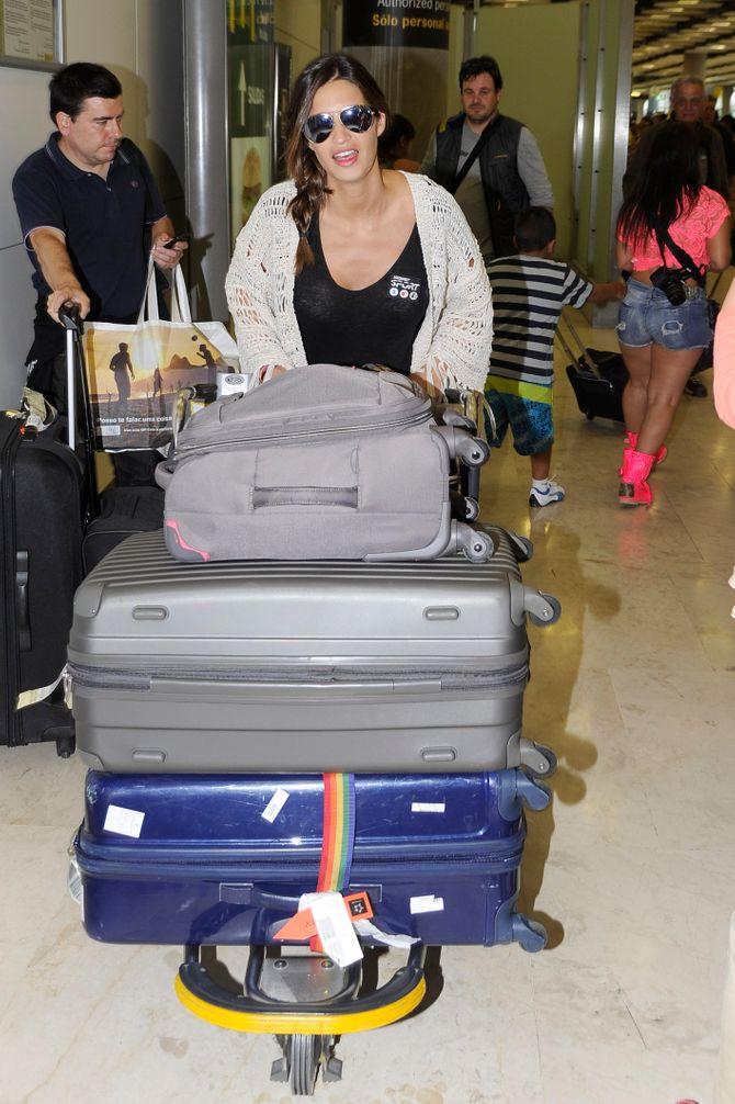 Sara Carbonero en su llegada al aeropuerto