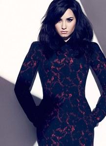 Demi Lovato dans Fashion Magazine