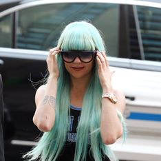 Amanda Bynes : En perruque bleue, elle s'en prend au couple Obama