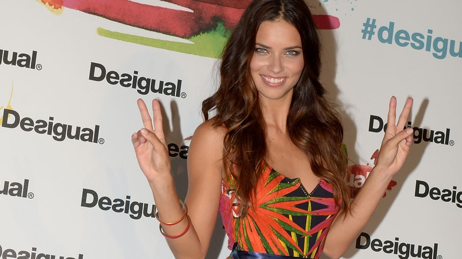 Adriana Lima : Un look 100% Desigual (Photos)