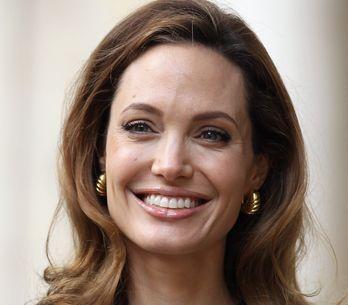 Angelina Jolie : Pour la première fois en décolleté après sa mastectomie (Photos