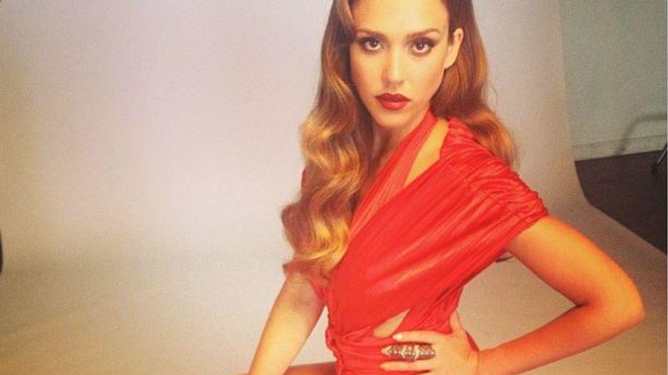 Jessica Alba : Canon mais un peu trop maquillée (Photos)