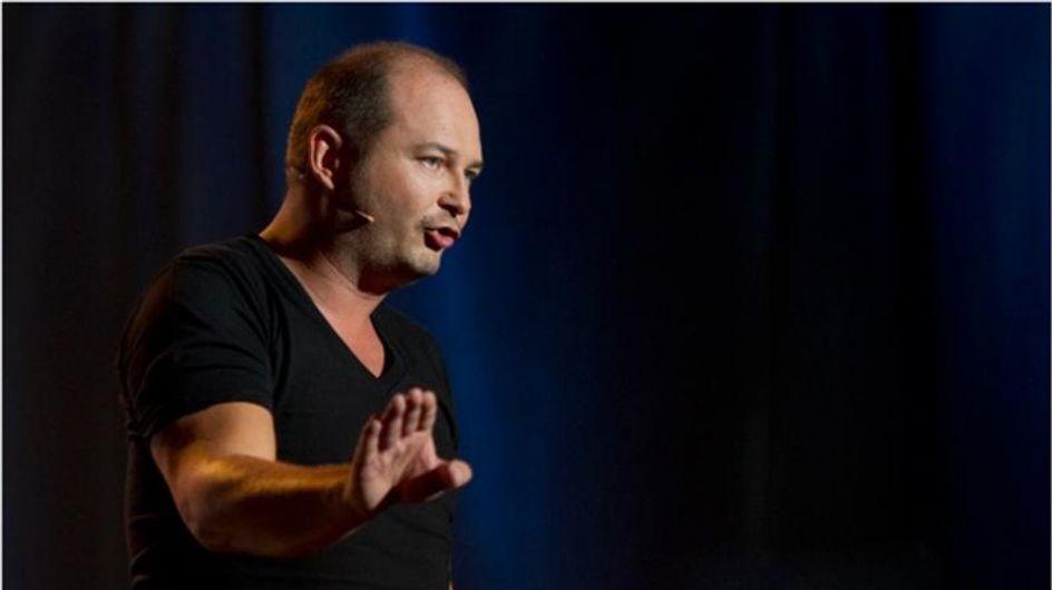 """Cauet : Il répond à la polémique sur les """"faux auditeurs"""" d'NRJ"""