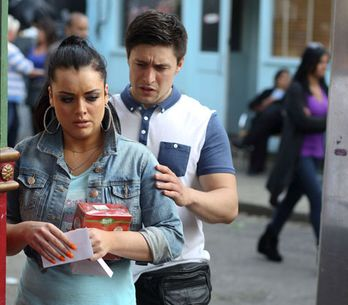 EastEnders 25/07 – Whitney receives a mysterious letter