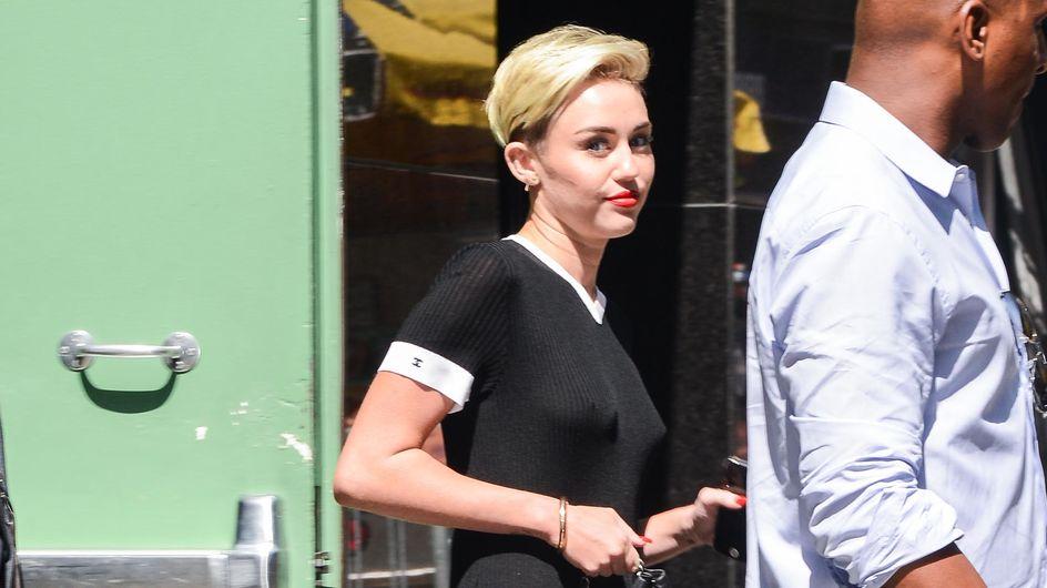 Miley Cyrus : Elle a oublié son soutien-gorge (photo)