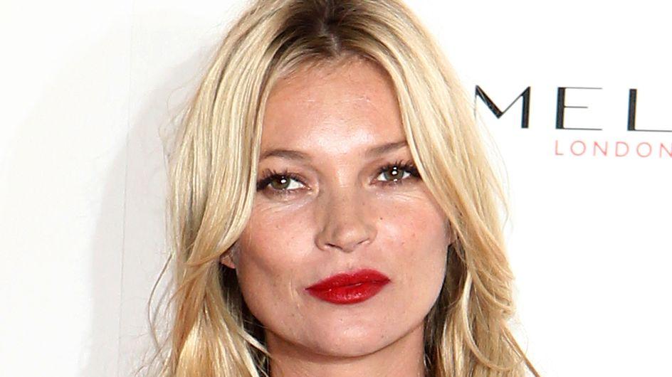 Kate Moss adore les marques de bronzage sur les fesses