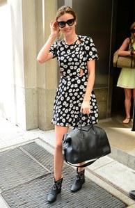 Miranda Kerr en robe Topshop