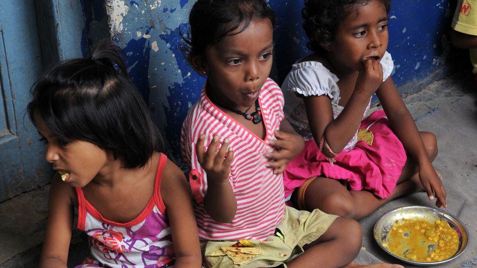 Inde : 21 enfants morts d'une intoxication alimentaire dans leur cantine