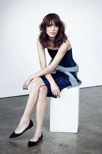 Alexa Chung vestida de Acne Studios