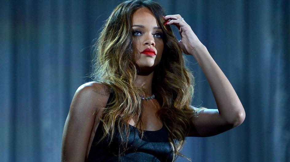 Rihanna : Ses fans lui lancent de la nourriture en plein concert (Vidéo)