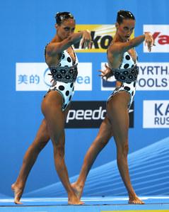 Ona Carbonell y Marga Crespí realizando el ejercicio