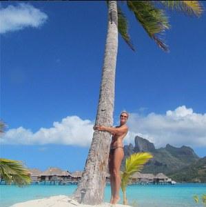 Heidi Klum, topless sous le soleil de Bora Bora