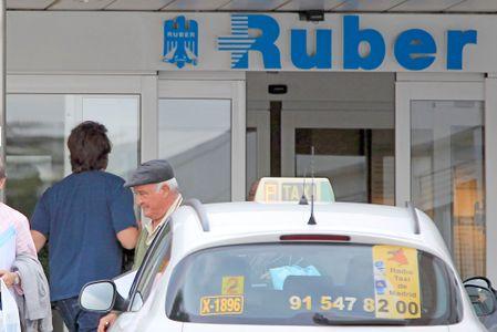 Javier Bradem entrando en la clínica Ruber